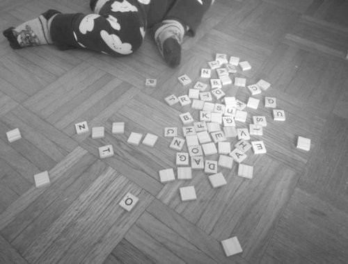 Razmetane črke slovenske abecede